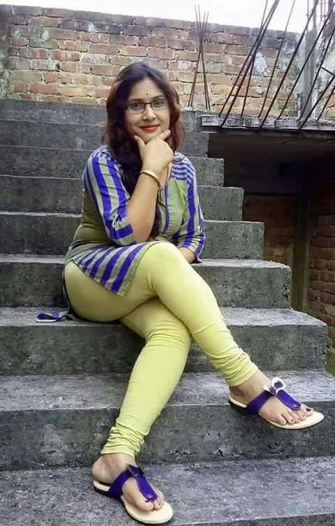 ব্লাউজ ছাড়া ভিজে কাপড় গায়ে শিমু আন্টি-Bangla Choti